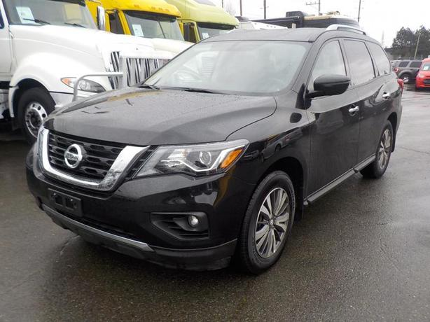 2017 Nissan Pathfinder SV 4WD 3rd row seating