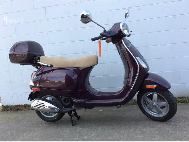 2006 Vespa LX50 Scooter, Low km's! Very Clean must see.
