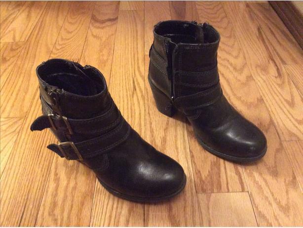 Women's leather short cut boots size 7