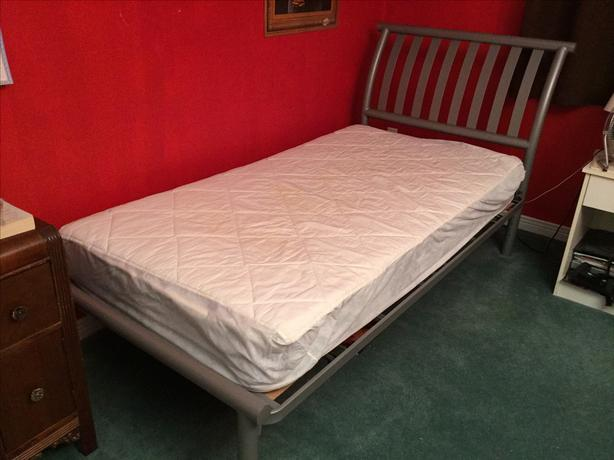 PRICE REDUCED:Twin Metal frame bed - Pet/Smoke/Odour free