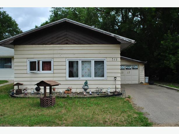 1317 Connaught Avenue, Moose Jaw