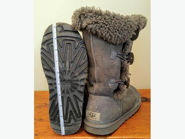 Ugg boots sz 6 Ladies