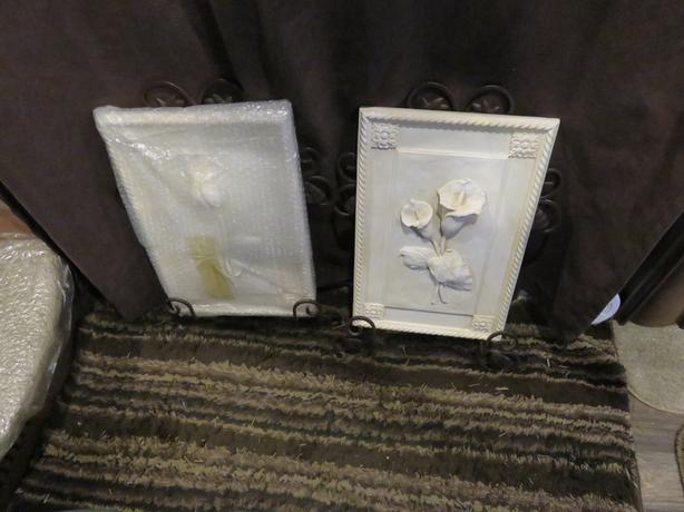 TWO DECORATIVE WALL PLAQUES WITH DECROTIVE  METAL HANGERS