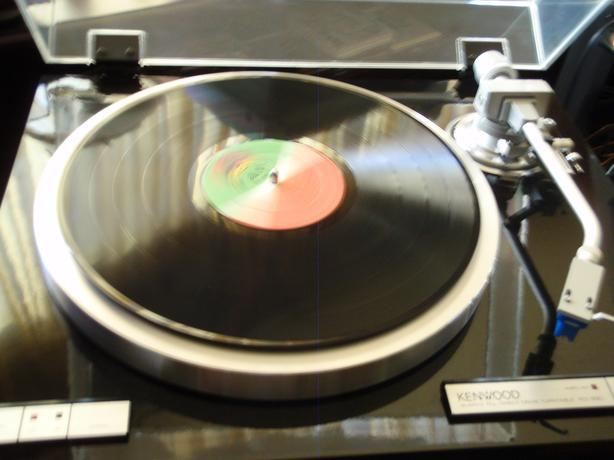 wanted: your turntables & stereo components & vinyl record collection