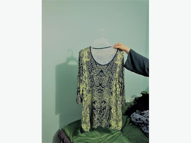 Nygard top/tunic in lime and navy .