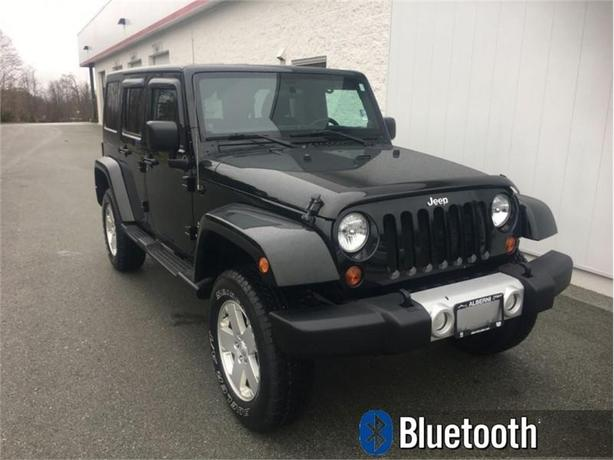2012 Jeep Wrangler Unlimited Sahara  4x4 - Uconnect