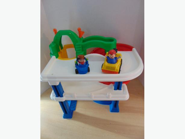Garage Little People : Fisher price little people parking garage with 2 set cars and men