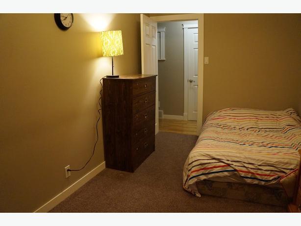 Big Upstairs bedroom for rent- 10 mins to University of Regina