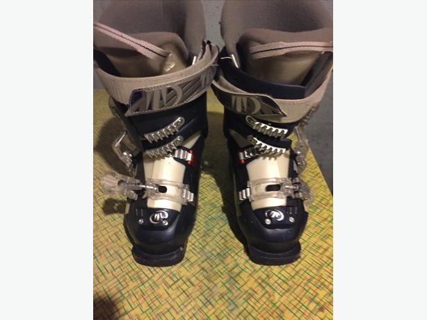 Ladies size 6 Ski Boots...worn only twice...Like new