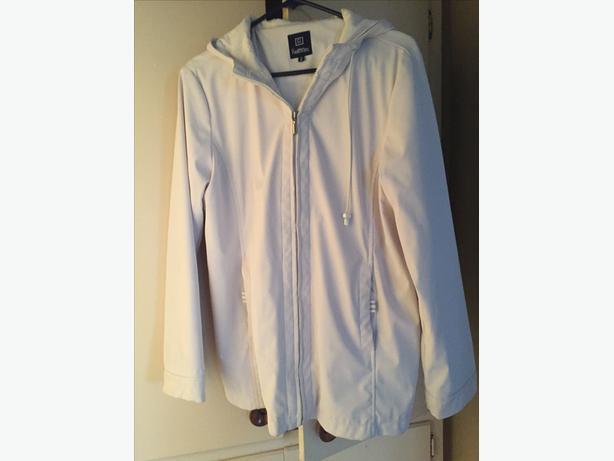Ladies medium Rain Jacket-REITMANS