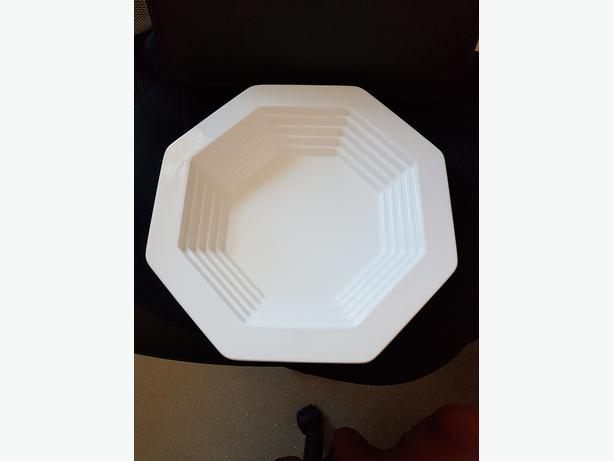 DISHWASHER SAFE WHITE SERVING DISH - Excellent condition