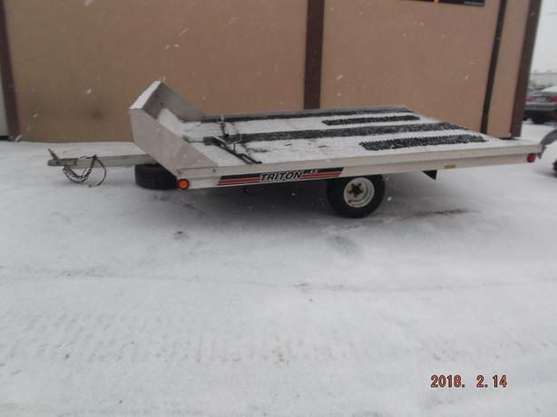 1999 Triton 2 place sled trailer