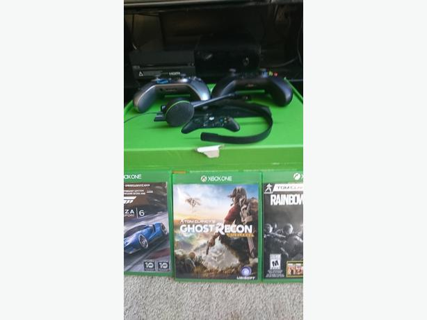 Xbox One &  2 controllers + 3 games w/ original box