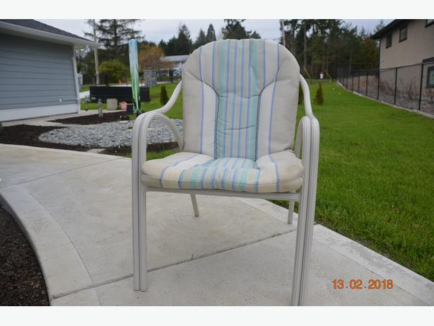 5 Stackable Patio chairs & removeable padded seats