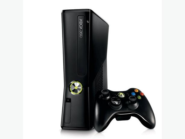 Xbox 360 Slim with 2 Games and wireless controller