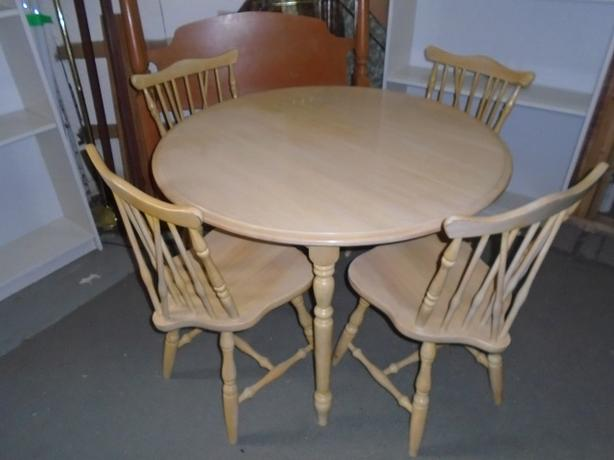 GOOD CONDITION SOLID BIRCH WOOD TABLE & 4 CHAIRS