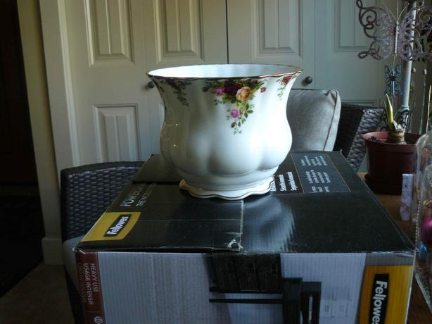 old country roses planter pot