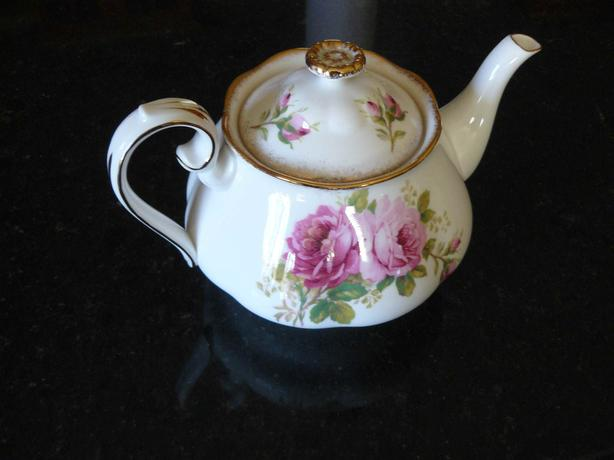 american beauty teapot excellent condition