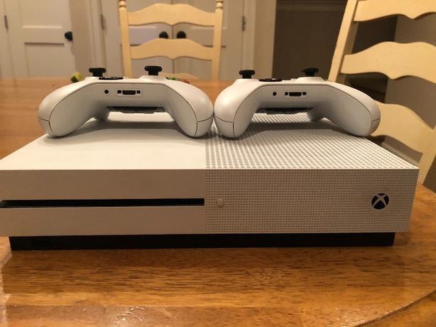 Xbox 1S.