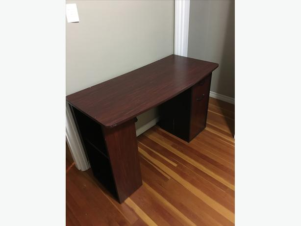 Free desk - needs to go