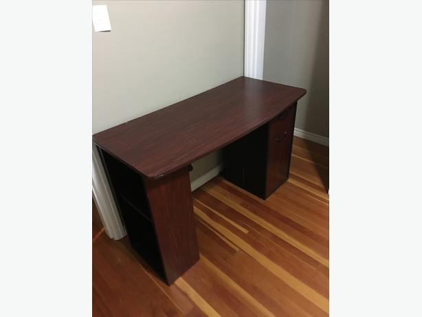 Free desk - needs to go