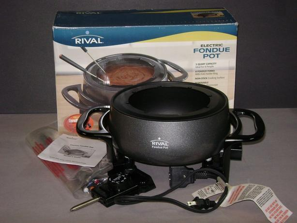 RIVAL Electric Fondue Pot - Like New