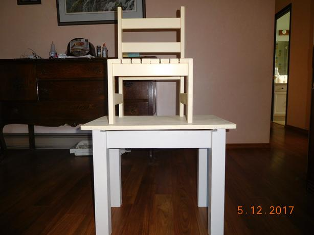 Small Table/Desk with Lift Top for toddlers W/one chair