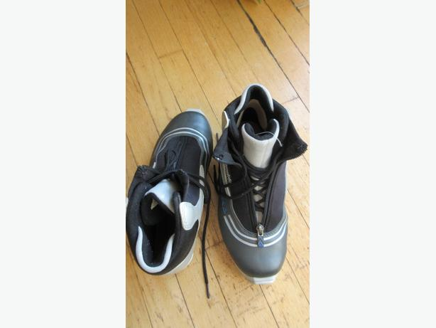Unisex Fischer cross country ski boots Women 9.5/Men 7