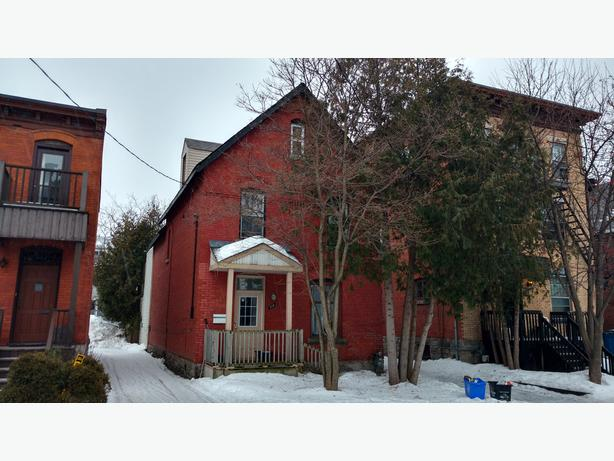 5 Bedroom Victorian House for Rent in Sandy Hill (510 Besserer St)