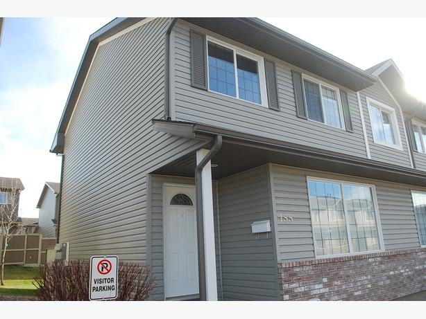 3 bed/2 bath Townhouse in Lakeridge