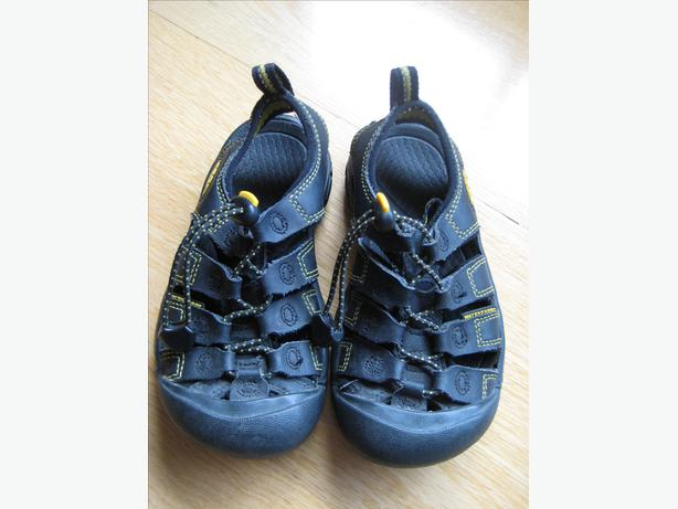 Black children's Keen sandals size 10