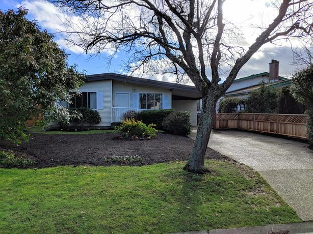 Updated Sidney Home - Entire House / Yard
