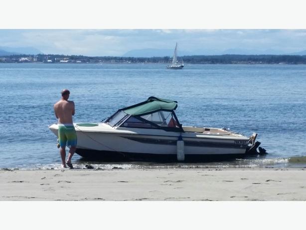 18' fiberglass power boat