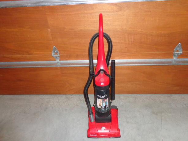 Upright Dirt devil cyclone vacuum