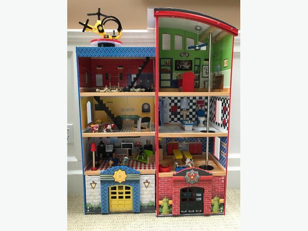 Kidkraft Wooden Play Set Police Amp Fire Station Saanich Victoria