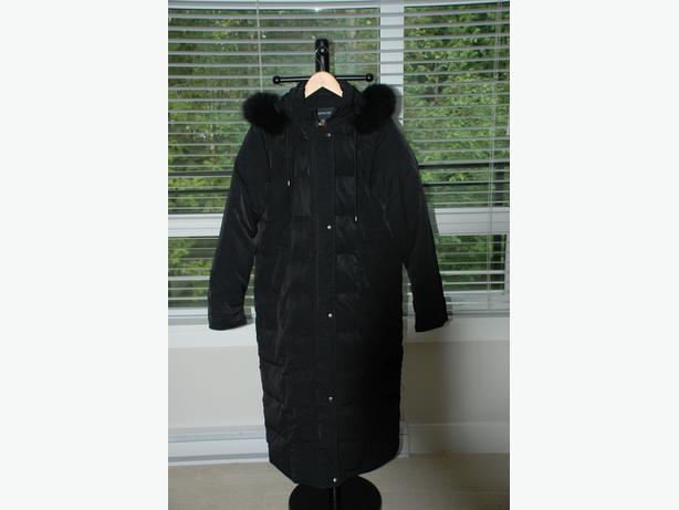 Women's Winter Coat (new, London Fog, fox fur)