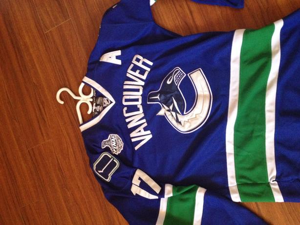 info for 45090 44396 Vancouver Canucks - Kesler Jersey 17 Saanich, Victoria