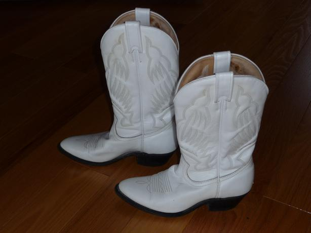e178852b83e  Log In needed $35 · White Cowboy Boots