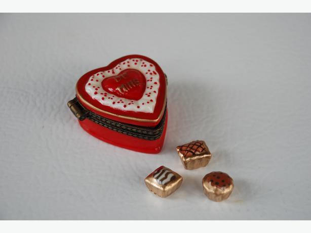 Heart-Shaped Hinged Trinket Box