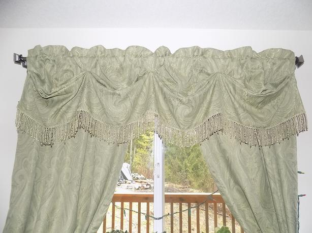 Croscill 5 piece set 2 Pole Top Drapery Panels, Austrian Valance+2 ties