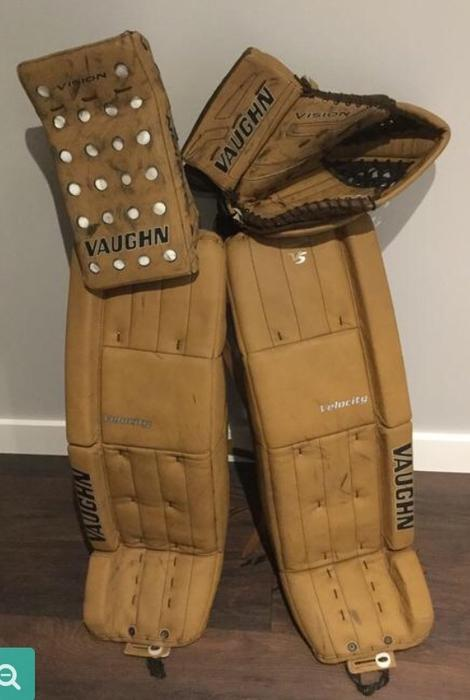 Vaughn Pro Spec Goalie Set With 36 1 5 Retro Look Pads Outside