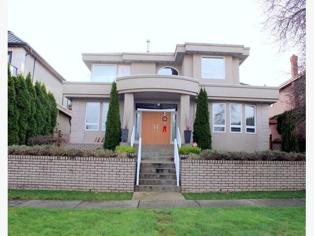 Very Spacious 1 Bedroom plus Office Furnished Garden Suite in Kitsilano #490