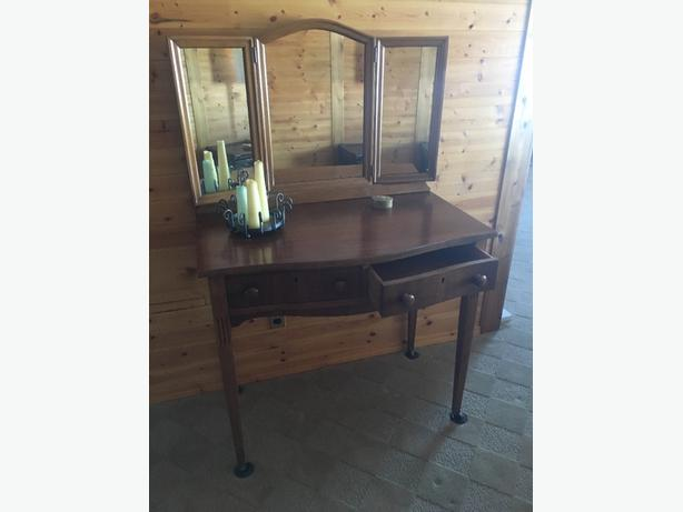 Hallway table/Writing desk/Make-up vanity
