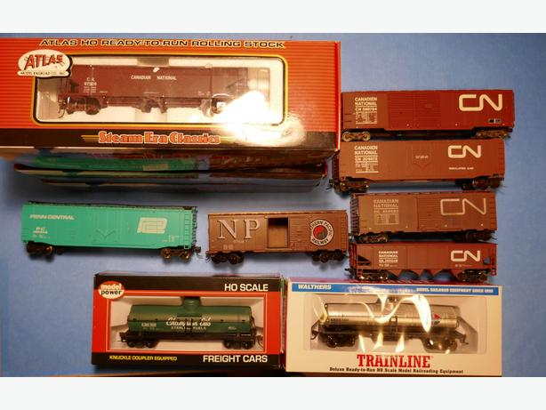 Lot of HO Scale Train Cars (Stratford)