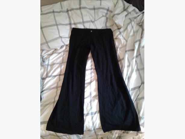 6e5a3bd954 Lululemon flare yoga pants Saanich, Victoria