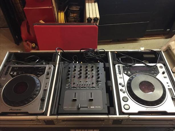 Dual Pioneer CDJ800 & Rane TTM57SL W/Case