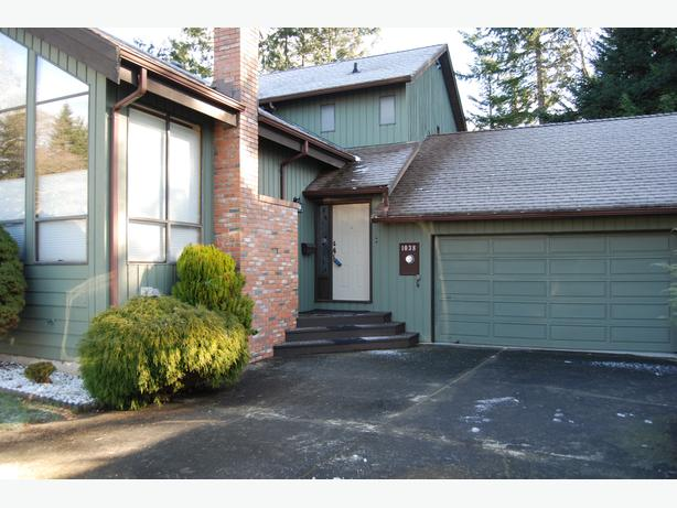 West Coast Beauty in Sought After Location of Courtenay East