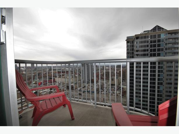 Beautiful Fully furnished 1bed + Den in the HEART of Downtown