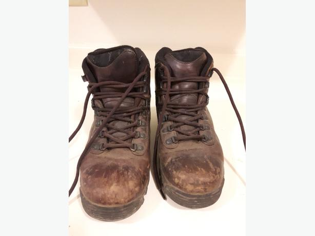 ae5578ab0b3 women's 8 Merrell leather hiking boots Victoria City, Victoria