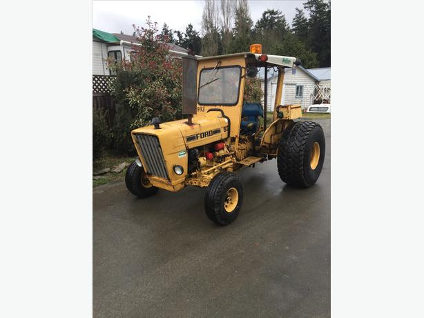 1982 Ford 530A  LCG Tractor